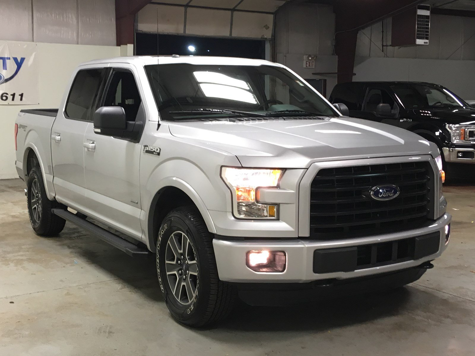 Certified Pre-Owned 2016 Ford F-150 XLT 302A 4X4 Crew Cab
